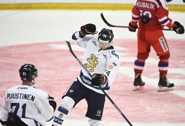 Antti Suomela on lähellä paikkaa San Josen NHL-miehistössä.