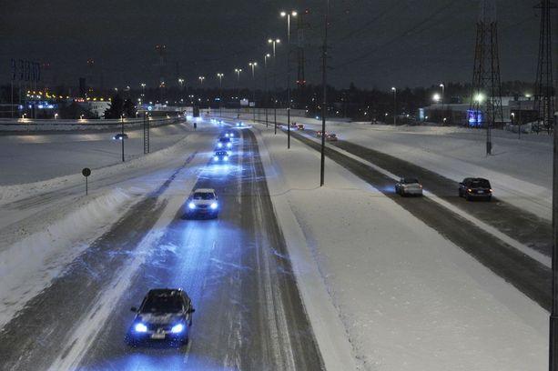Joulun liikenne on sujunut lauantaina lumi-, räntä- ja vesisateessa. Arkistokuva.