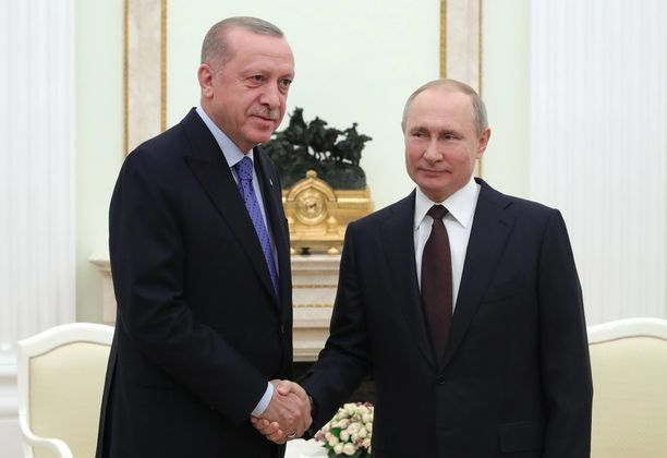 Vladimir Putin ja Recep Tayyip Erdogan sopivat torstaina tulitauosta Pohjois-Syyrian Idlibissä. Tulitauko astui voimaan perjantaina keskiyöllä.