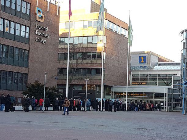 Tänä vuonna joulujuhlaan odotettiin jopa 2 000 kävijää.