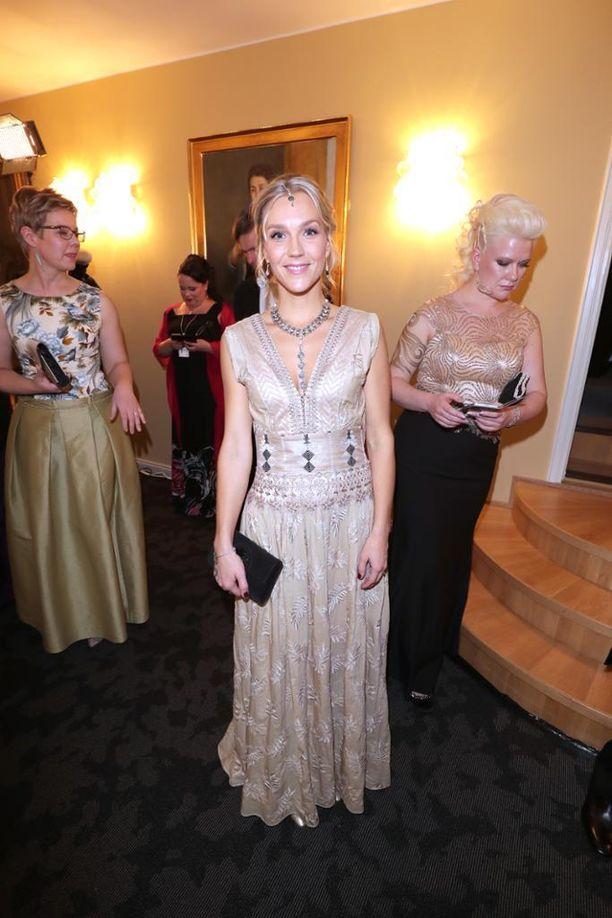 13,1 % Jenni Milonoffin puuterinen puku ja freesi look toivat viidennen sijan.