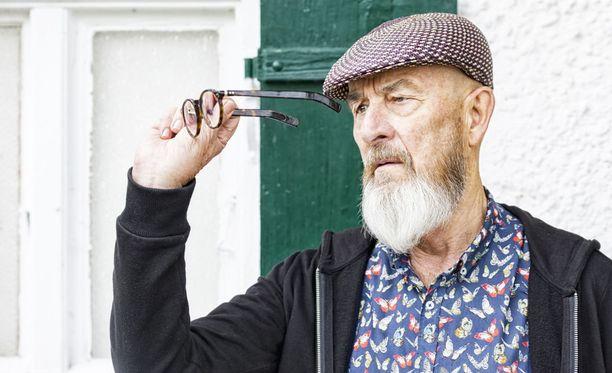 Rypyt, hiustenlähtö ja harmaantuminen ovat vanhenemisen merkkejä, joita tutkijat tutkivat.