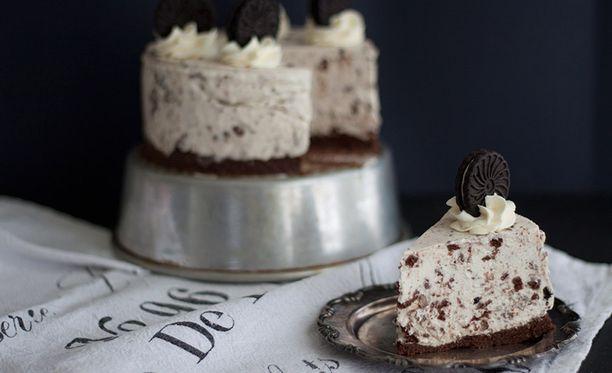 Upea kakku valmistuu vauhdilla.