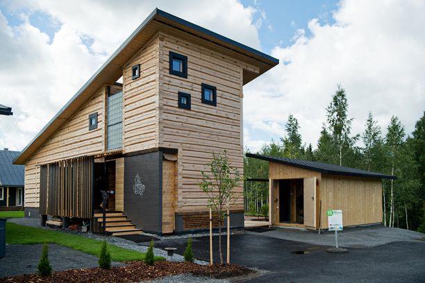 Kohde 15: Semiperinteinen on massiivihirsinen ja rossipohjainen talo.