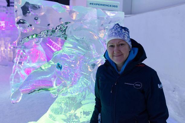 Lumilinna Kemissä ei ole enää niin riippuvainen säistä, sillä paikalle on rakennettu ympärivuotinen sisälumilinna. Kuvassa Noora Barria Kemin matkailusta.