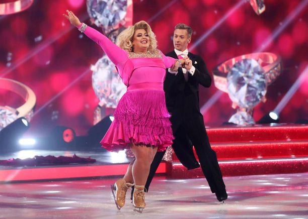 Gemma Collins ja Matt Evers ovat edelleen mukana Britannian Dancing on Ice -ohjelmassa.