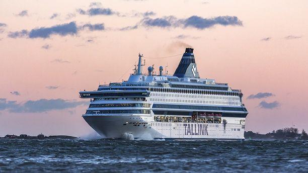 Silja Europa risteilee tällä hetkellä Helsingin ja Tallinnan välillä.