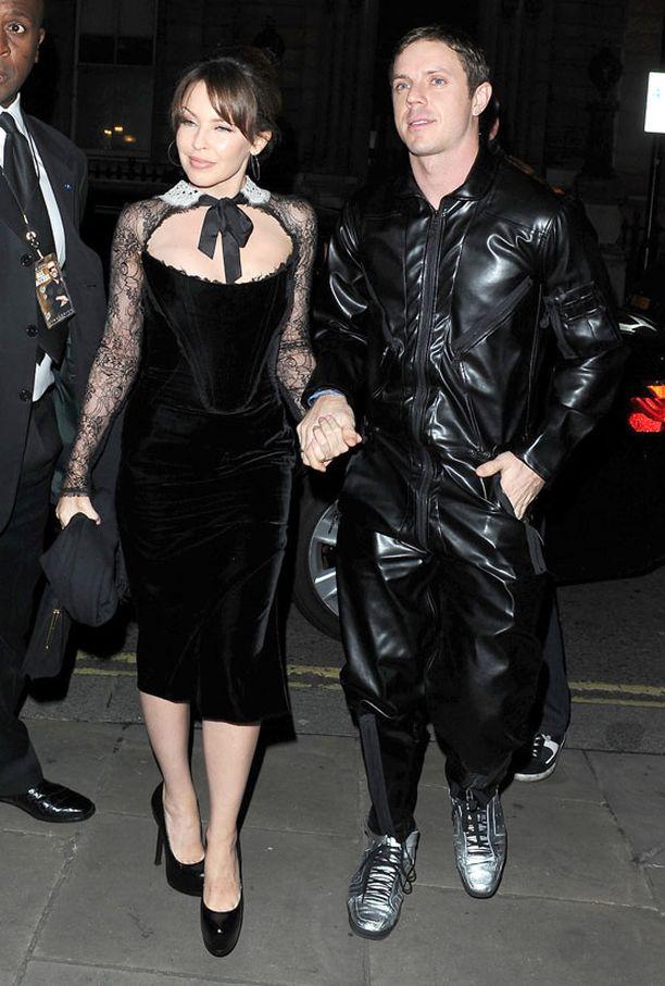 Kylien seuralaisena tilaisuudessa oli Scissor Sistersin Jake Shears.