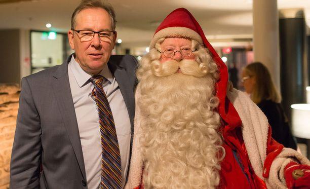 Pertti Yliniemi ja itse joulupukki.