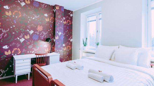 Sängyt ja patjat ovat uusia, muita huonekaluja on etsitty esimerkiksi kirpputoreilta.