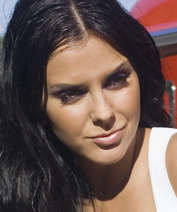 Miss Suomi Satu Tuomisto ei kruunaa seuraajaansa sunnuntaina.