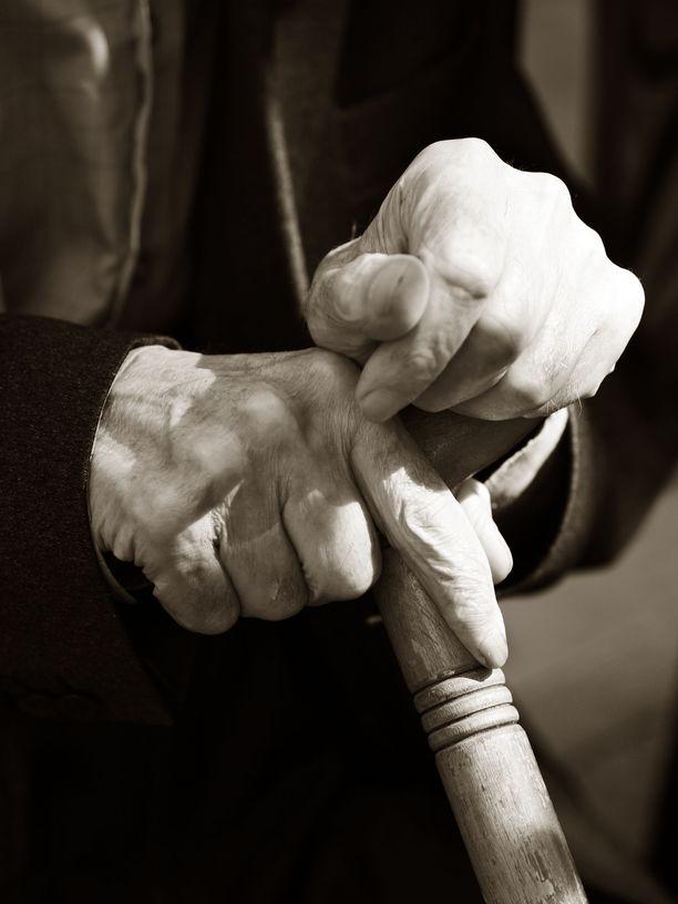 Rikokseen syyllistyminen yli 100-vuotiaana on erittäin harvinaista. Kuvituskuva.