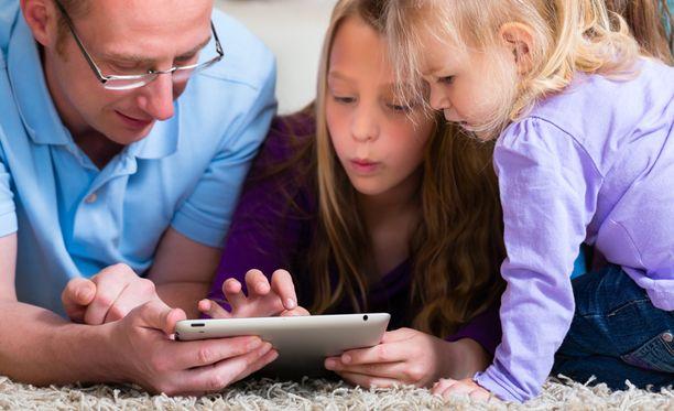 6-7-vuotiaat lapset saivat tutkimuksessa keskimäärin paremmat pisteet kuin 45-79-vuotiaat aikuiset.
