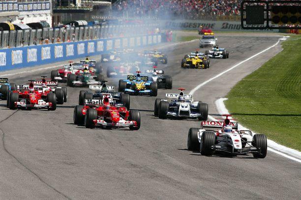 Imolassa ajettiin San Marinon GP 1981–2006. Kuva kauden 2004 startista.