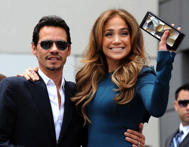Muusikko Marc Anthony tukee eronnutta ex-vaimoaan Jennifer Lopezia.