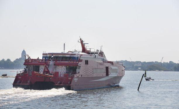 Linda Linen pika-alus Merilin kuvattuna Helsingin Eteläsatamassa vuonna 2013. Kyseinen katamaraani myytiin viime vuonna Etelä-Koreaan.