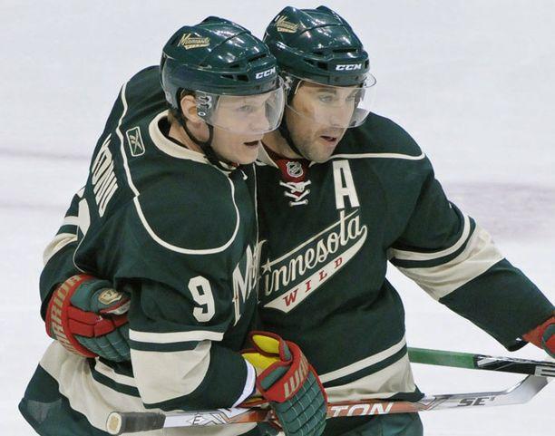 Mikko Koivu ja Andrew Brunette tuulettavat Minnesotan 1-0-maalia.