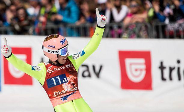 Mäkihyppykausi päättyi Stefan Kraftin juhliin.