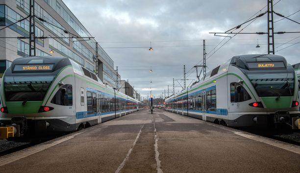 Junien matkustajamäärät romahtivat nopeasti koronaviruksen levittyä Suomeen. VR kertoi jo maaliskuun puolivälissä peruvansa kymmeniä junavuoroja.