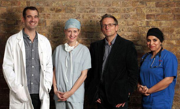 Michael Mosleyn (2. oik.) lisäksi sarjaa tekevät Chris van Tulleken, Gabriel Weston ja Saleyha Ashan.