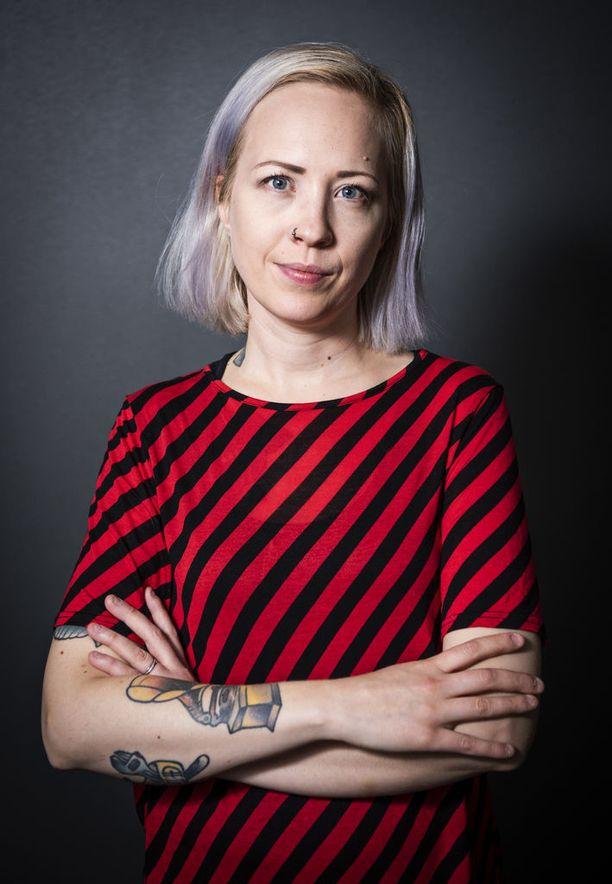 Kokonaisuus hämmentää fania, kirjoittaa Elina Järvi.