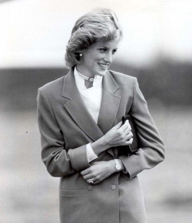Tweed-jakut, kauluspaidat ja helmikorut kuuluivat Dianan suosikkeihin.
