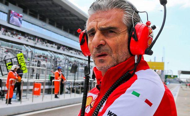 Ferrarin tallipäällikkö Maurizio Arrivabene on yllättävän rento pomo, ainakin tässä vaiheessa F1-kautta.