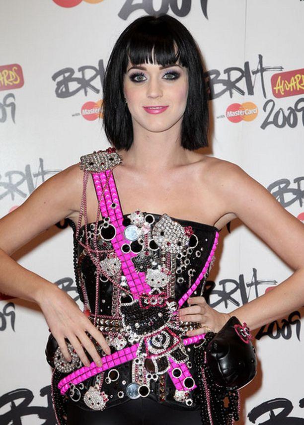 Katy Perry suhtautuu kuvauksissa tapahtuneeseen vahinkoon huumorilla.