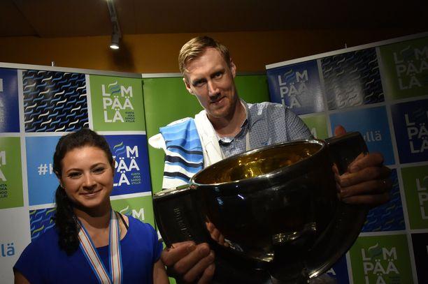 MM-kapteenit Jenni Hiirikoski ja Marko Anttila olivat keskiviikkoillan juhlitut sankarit.