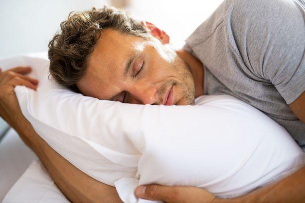 Jos nukut käsi tyynyn alla, heräät todennäköisesti kesken kaiken puutuneen käden vuoksi.