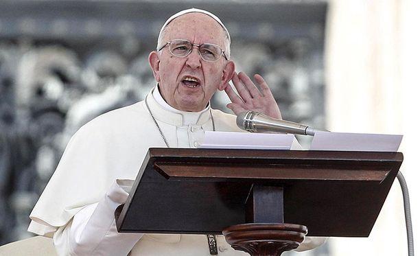 Paavi Franciscus on tuominnut katolisen kirkon uudet hyväksikäyttötapaukset.