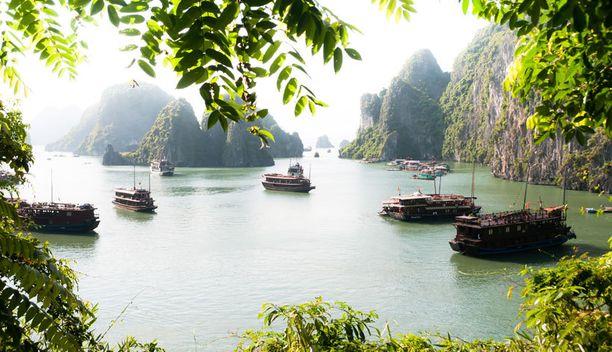 Vietnamissa matkaaja voi huokaista upeiden maisemien äärellä. Jokiristeily on oiva tapa nähdä maa toiselta kantilta.
