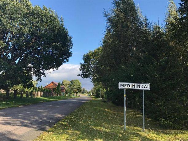 Medininkaissa asuu noin 500 ihmistä. Kylä sijaitsee noin 30 kilometrin päässä Liettuan pääkaupungista.