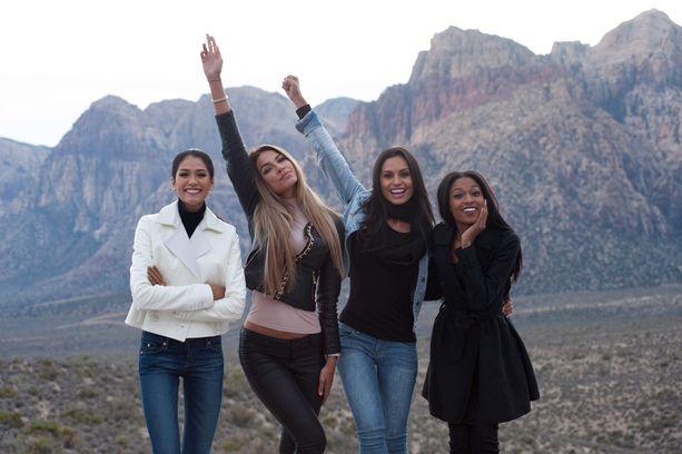 Miss Thaimaa, Miss Suomi, Miss Costa Rica ja Miss Haiti kanjonivierailulla.