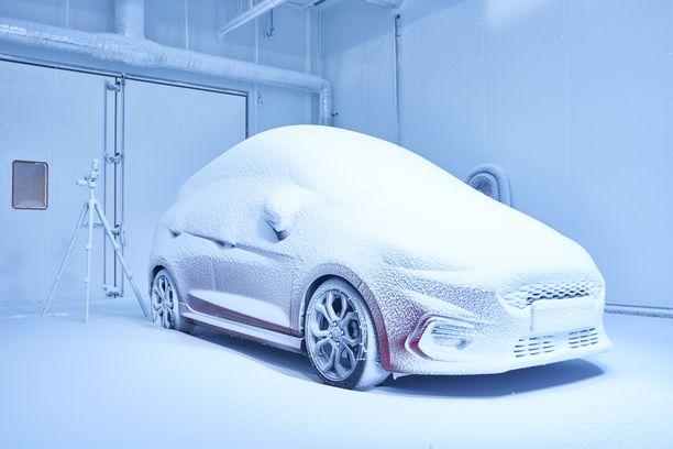 Lumisia oloja tutkitaan laboratoriossa, mutta ajokokeet suoritetaan edelleen luonnossa, yleensä Lapissa talvisin.