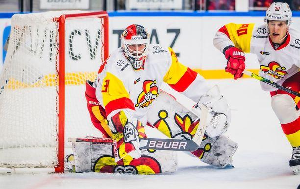 Samuel Jukuri on vajaan kolmen KHL-ottelun kokemuksella nyt Jokerien ykkösmaalivahti.