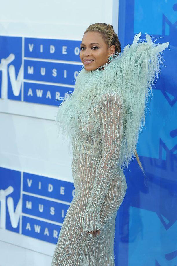 Beyoncen kappaleisiin kuuluvat Crazy in Love, Irreplaceable ja Single Ladies (Put a Ring on It).