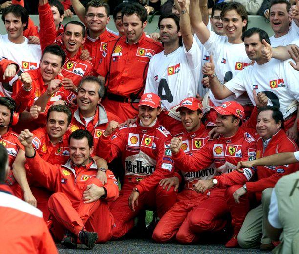Michael Schumacher oli äärimmäisen pidetty mies tallin sisällä.