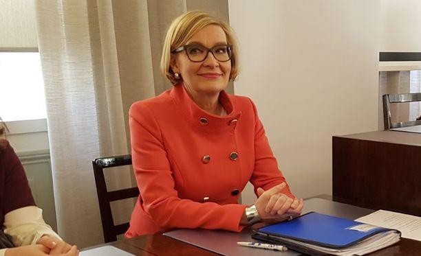 Paula Risikko maanantaina kokoomuksen eduskuntaryhmän kokouksessa.