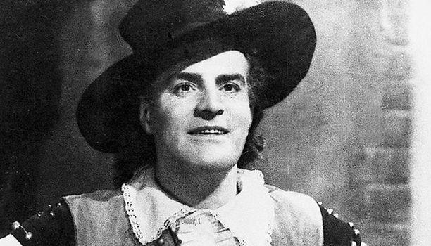 Rafael Ramstedtin laulelmaan pohjautuva seikkailuelokuva rakkaudessa pettyneestä miehestä, joka ryhtyy merirosvoksi. Tauno Palo (kuvassa) palkittiin Jussilla osastaan Rosvo Roopena.