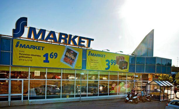 S-ryhmä tiedotti keskiviikkona, että hinnat laskevat myös S-marketeissa. Arkistokuva.