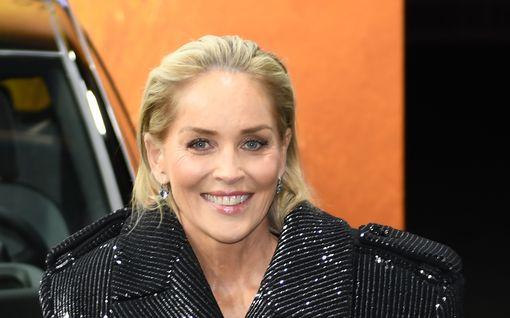 Sharon Stone leikkautti rintansa ja heräsi yllätykseen – kirurgi oli tehnyt oman ratkaisun ilman lupaa