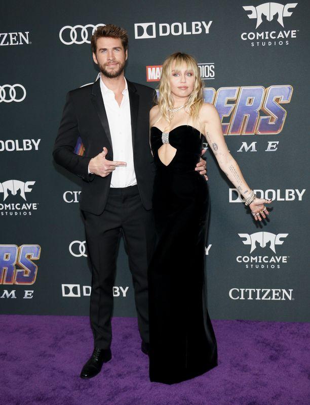 Liam Hemsworthin ja Miley Cyruksen avioliitto on ohi.