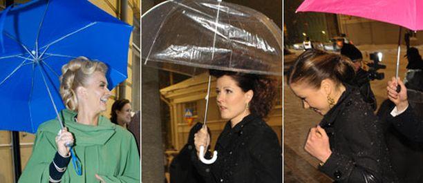 Räväkkää sateenvarjotyyliä edusti muun muassa Janina Andersson sähkönsinisellään. Luistelija Lepistön pinkki puolestaan rimmasi niin fuksiaiseen käsilaukkuun kuin violettiin pukuunkin.