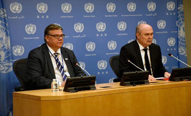 Suomen ulkoministeri Timo Soini (ps) ja hänen turkkilainen kollegansa Feridun Sinirlioglun puhuivat YK:n yleiskokouksessa.