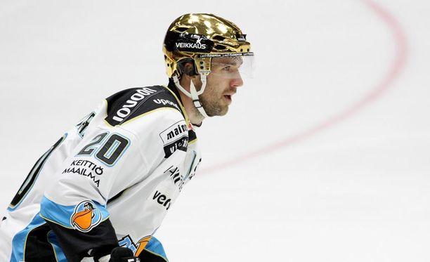 Tommi Paakkolanvaara siirtyy Ässiin Ruotsista. Kuva kaudelta 2014-2015 Pelicans-nutusta.