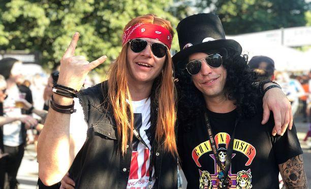 Virolaiset Karri ja Rando olivat pukeutuneet Axl Roseksi sekä Slashiksi.