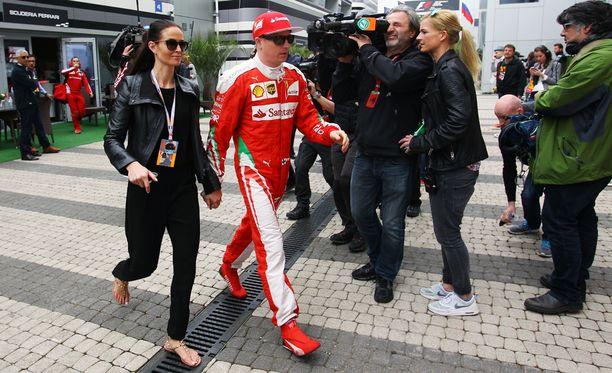 Minttu Virtanen ja Kimi Räikkönen eivät paljasta hääpäiväänsä tai häiden pitopaikkaa.