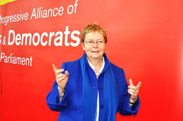 Liisa Jaakonsaaren mielestä on SDP:n kannalta välttämätöntä, että Rinne haastetaan tulevassa puoluekokouksessa.