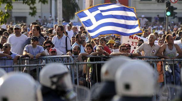 Kreikassa on protestoitu säästöjä vastaan.